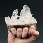 Arte da joalheria: anel inspirado em soco inglês com drusa de cristal