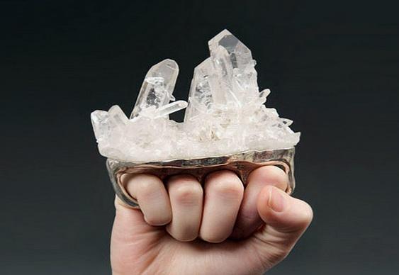 Anel de prata com drusa de cristal