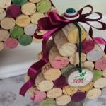 Árvore de Natal com rolhas de cortiça recicladas de garrafas de vinho