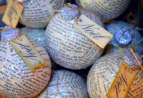 Bolas de Natal com papel reciclado