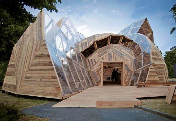 Moradia de madeira reciclada