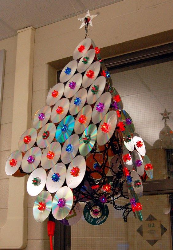Árvore de Natal com CDs velhos