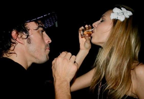 Piloto de F1 Fernando Alonso com namorada