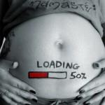 Mulher grávida em trabalho de 'download' na era do parto tecnológico