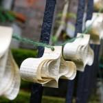 Guirlandas de papel reciclado na decoração ecológica de Natal