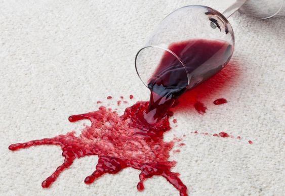 Taça de vinho virada