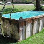 Piada de mineiro: pais conversam sobre os filhos à beira da piscina