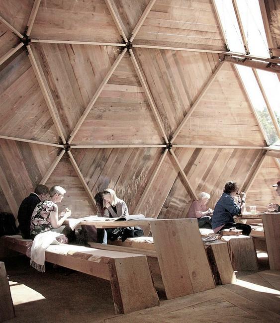 Construção com madeira reciclada