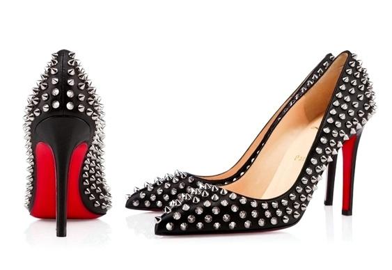 Sapato feminino com a sola vermelha