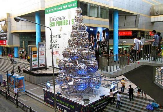 CDs reciclados em árvore de Natal