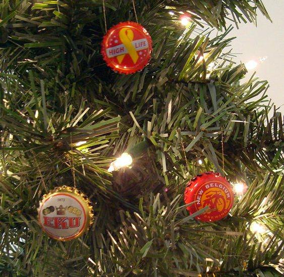 Bola de Natal com tampinhas