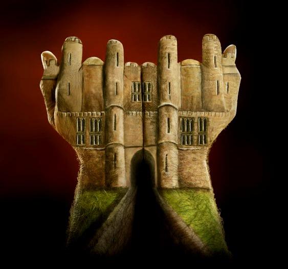 Castelo pintado nas mãos e dedos