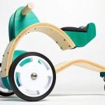 Velocípedes e bicicletas para crianças com madeira reciclada