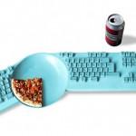 Teclado com prato de comida para viciados em games eletrônicos