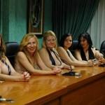 Mães ficam peladas para bancar transporte escolar dos filhos