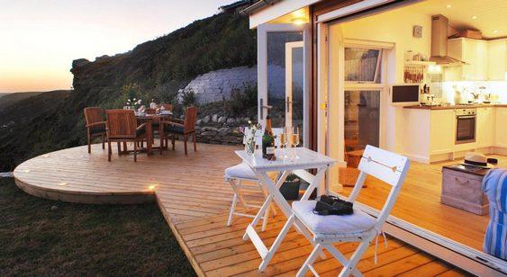 Casa de praia com varanda com vista para o mar
