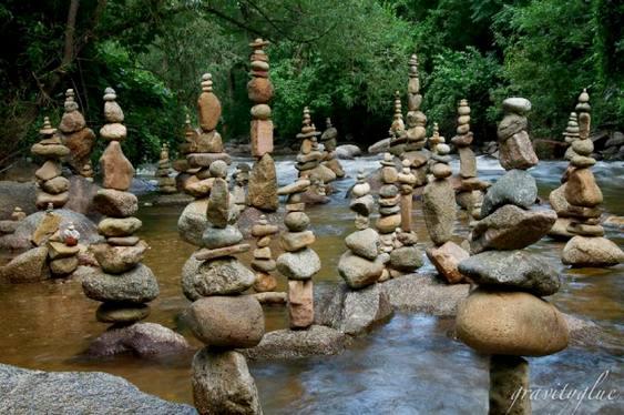 Arte com rochas de rio
