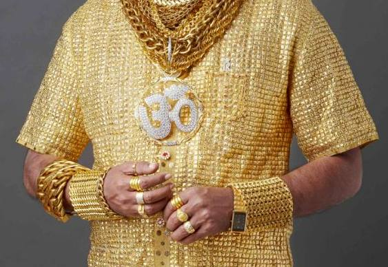 Camisa com 3,2 kg de ouro