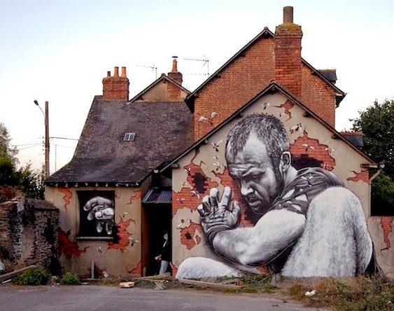 Pintura em parede de casa