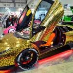 Lamborghini Murcielago pintada de 'oncinha' no Salão de Tóquio