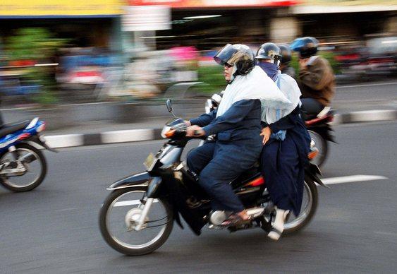 Mulheres islâmicas de moto