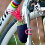 Apliques de mini vasos com plantas para decorar bicicletas