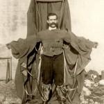 Franz Reichelt caindo de paraquedas em antigos carnavais
