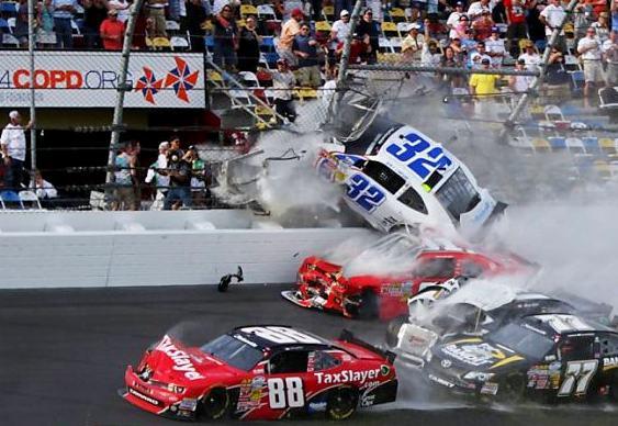 Batida em corrida de automóveis