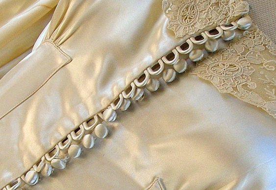 Botões em roupas de mulher