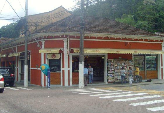 Esquina das ruas Montecaseros e Piabanha