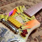 Skates detonados são reciclados como guitarras elétricas