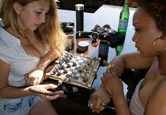 Mulheres jogando Xadrez