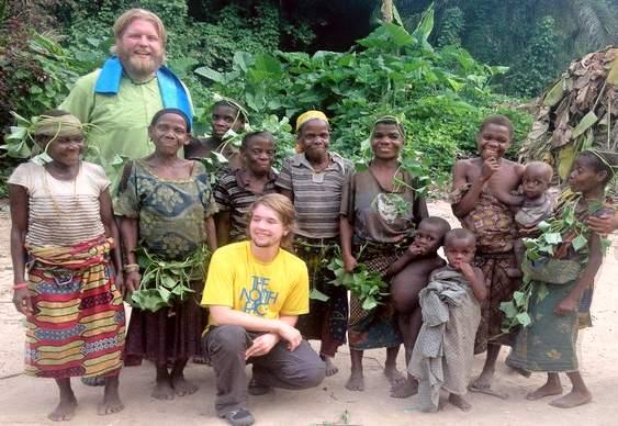 Lutador de MMA com pigmeus do Congo