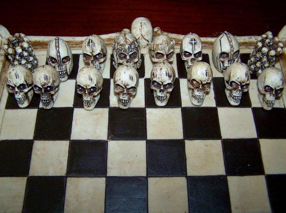 Jogo de Xadrez com caveiras