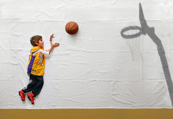 Luka jogando basquete