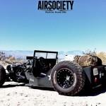 É um Jeep Willys 'militar'; mas também é Rat e Hot Rod!