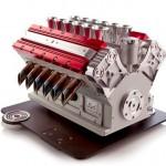 Máquina de café expresso em réplica de motor V12 para carros