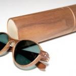 Ótica fashion com as armações de madeira para óculos