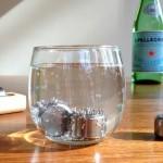 'Pedras' de aço inox substituem o gelo para resfriar bebidas