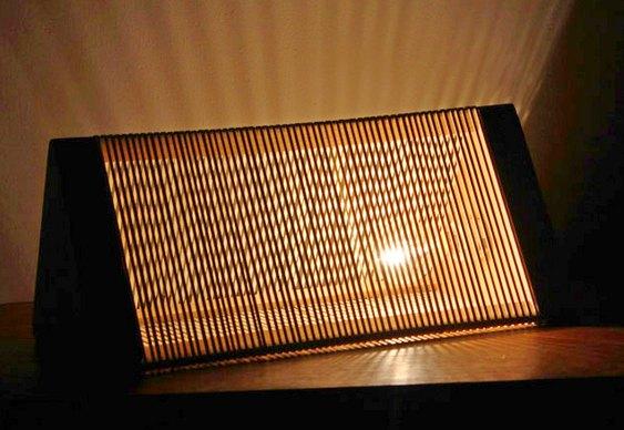 Luminária com elásticos