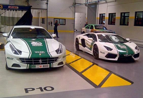 Carros de luxo da polícia