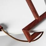 Luminária de mesa inspirada num cabo de vassoura