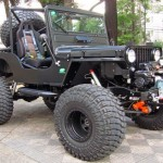 Jeep Willys CJ-3A modificado como Black Edition V8