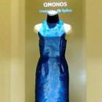 O vestido com teia sintética para a moderna mulher-aranha