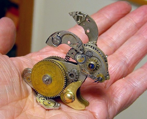 Escultura com peças de relógios