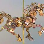Esculturas steampunk com sucata de relógios mecânicos