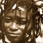 Penteados dos  negros africanos fazem a cabeça dos brancos