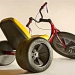 Triciclo a pedal para pais brincarem com filhos de Velotrol