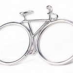 Duplo anel de prata para dois dedos com design de bicicleta