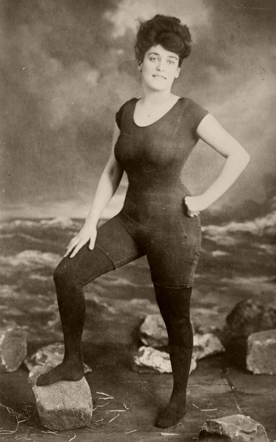 Mulher presa por usar maiô